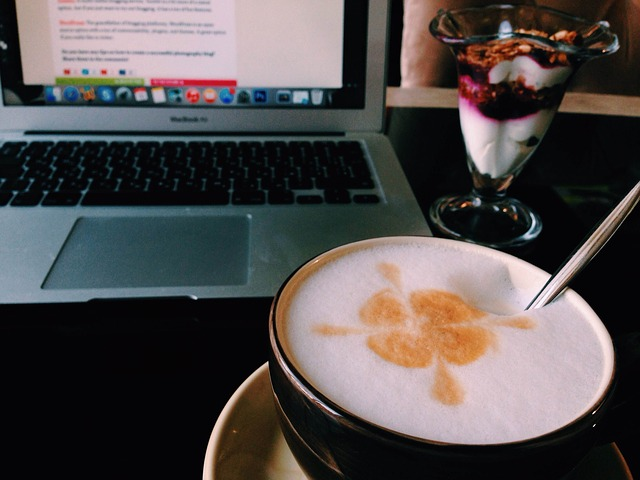 káva a dezert u pc