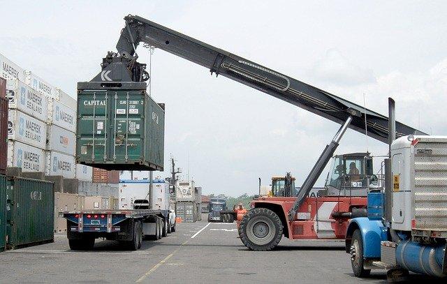 nakládání kontejneru silniční doprava
