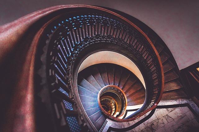 kovové točité schodiště